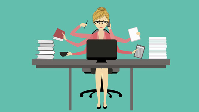 Mujer ocupada no tiene tiempo comprar vivienda